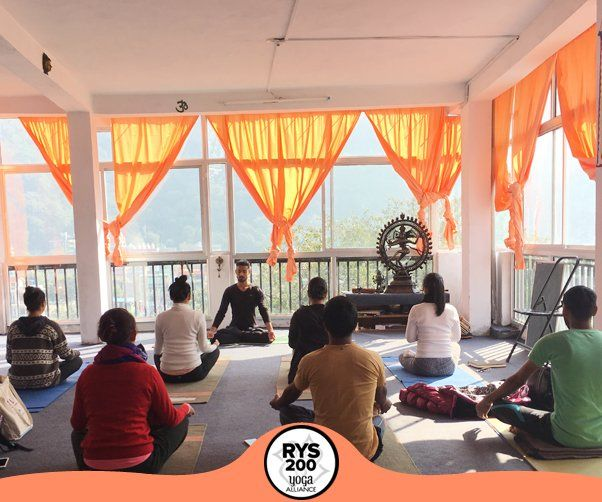 traditional-yoga-teacher-training-school-in-rishikesh-india
