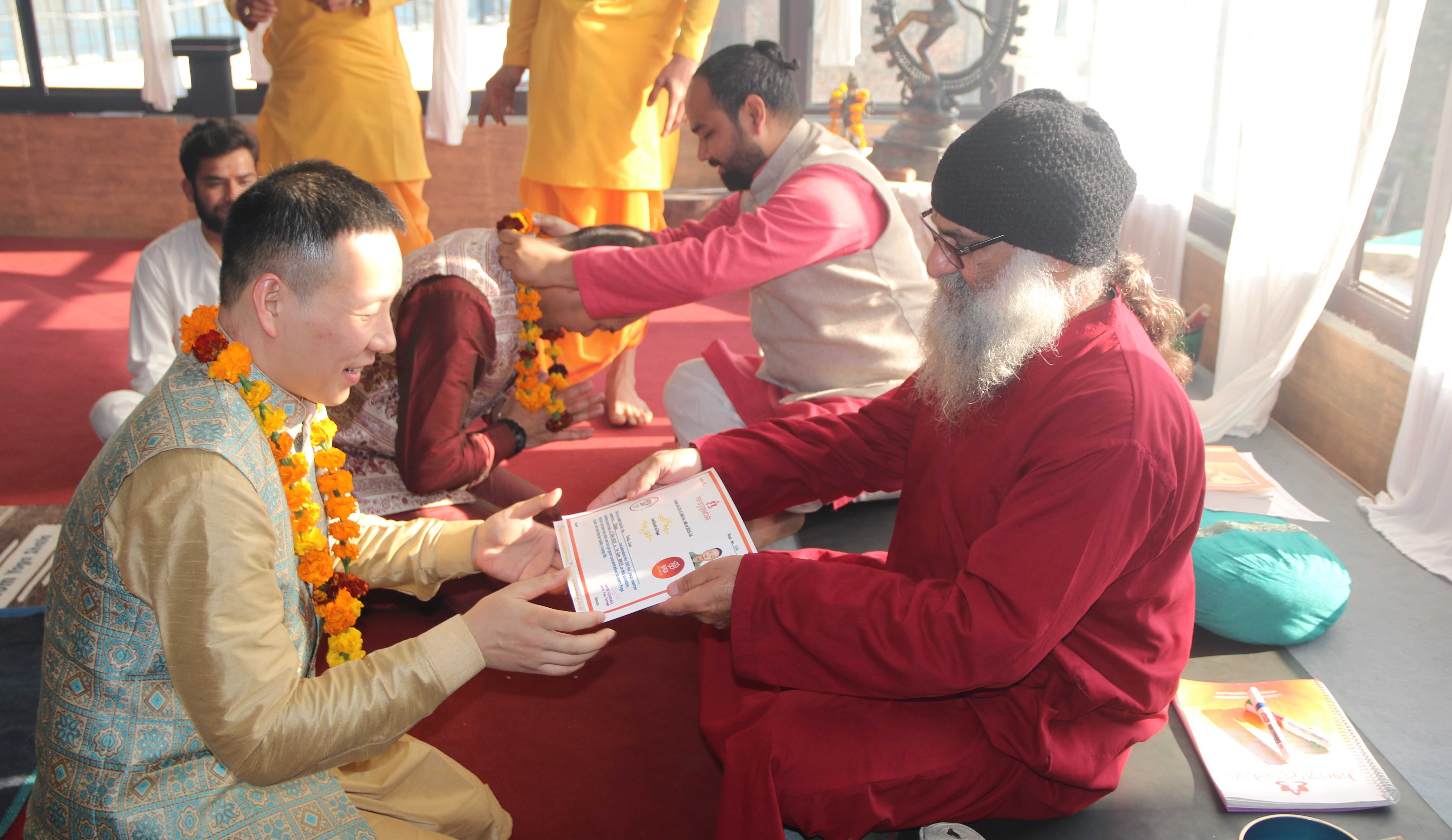 yoga-certificate-distribution-hariom