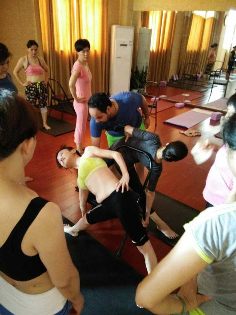 yoga-teacher-training-alignment-class