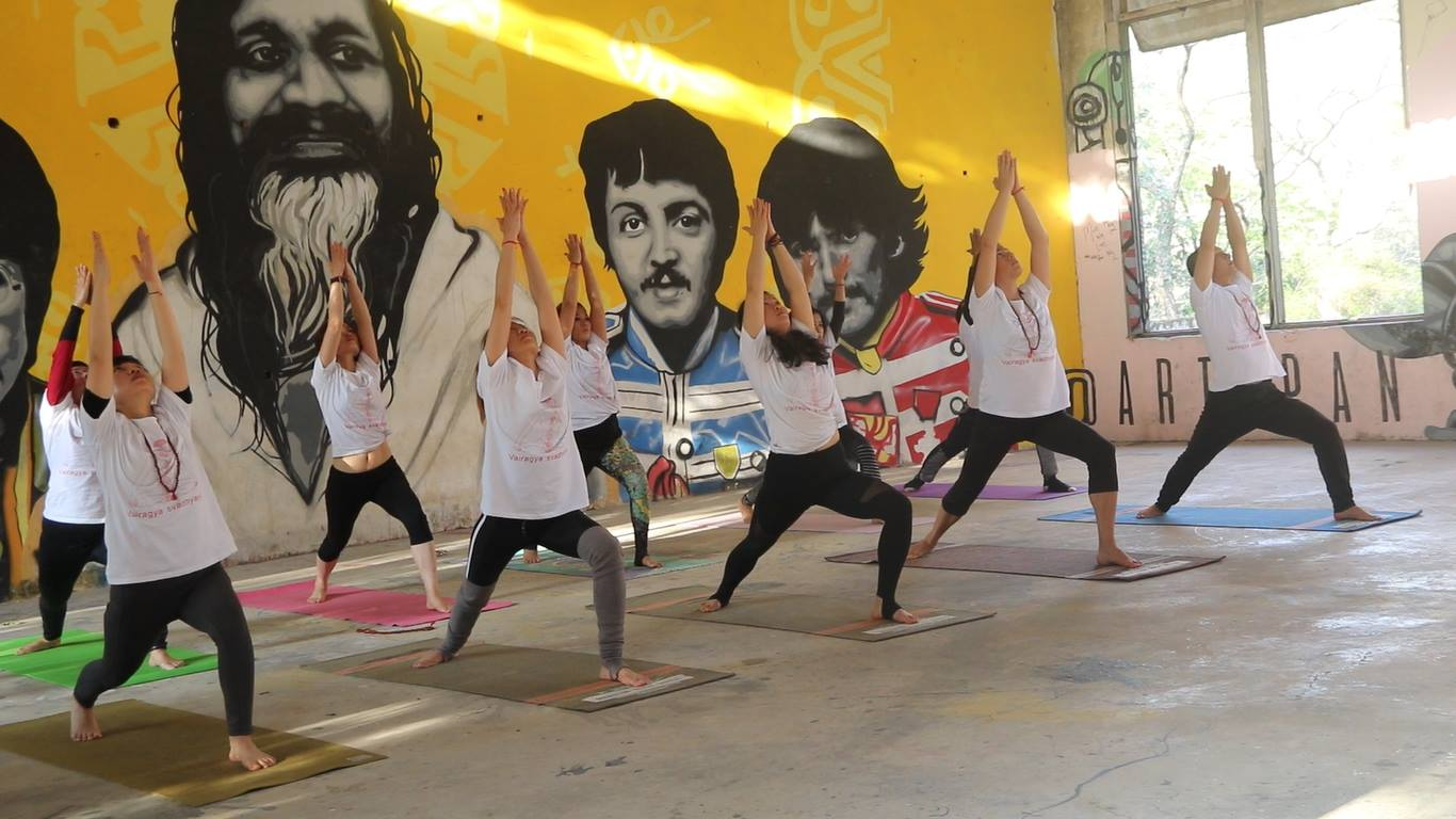 yoga-in-beatles-ashram