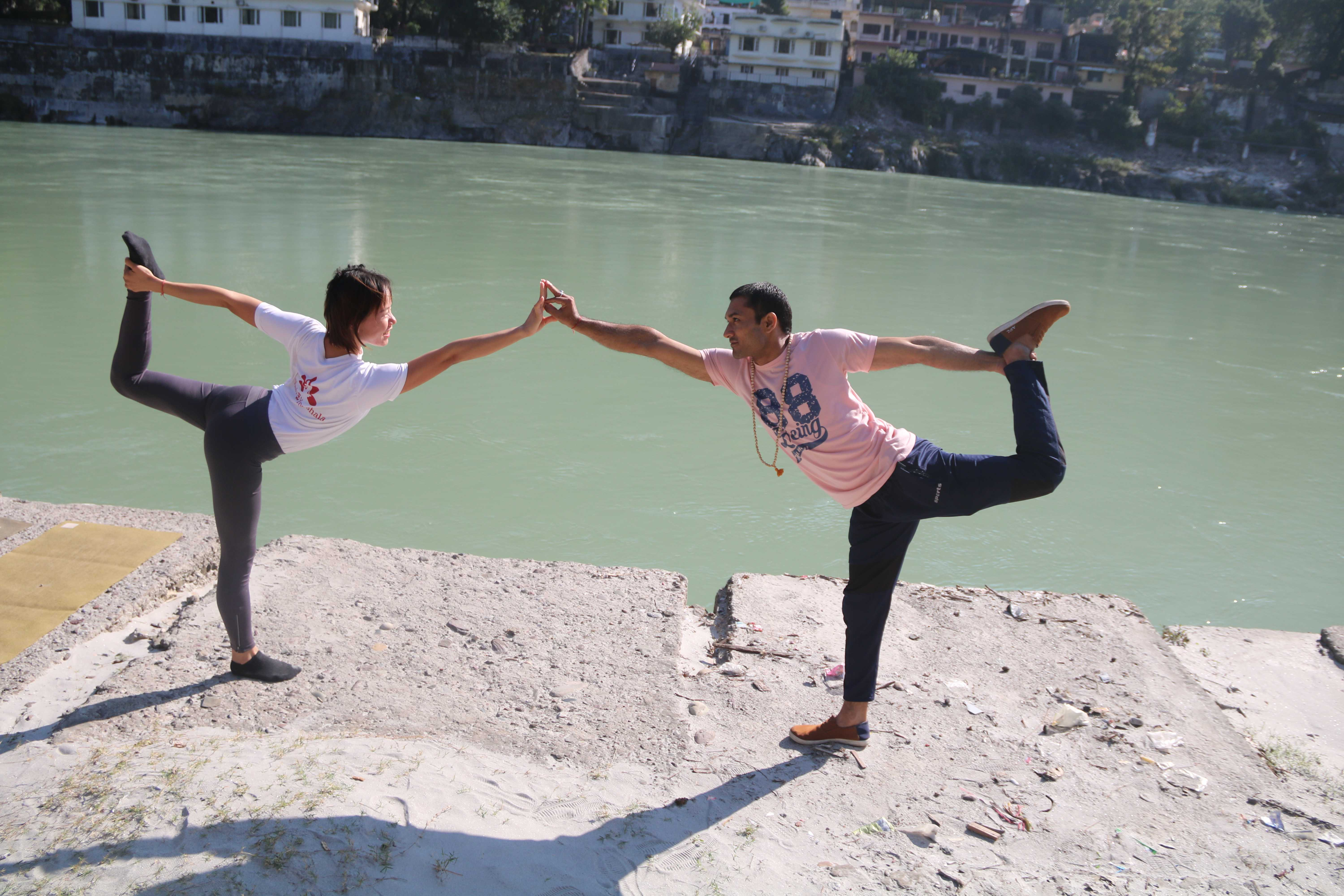 asanas-by-the-ganges