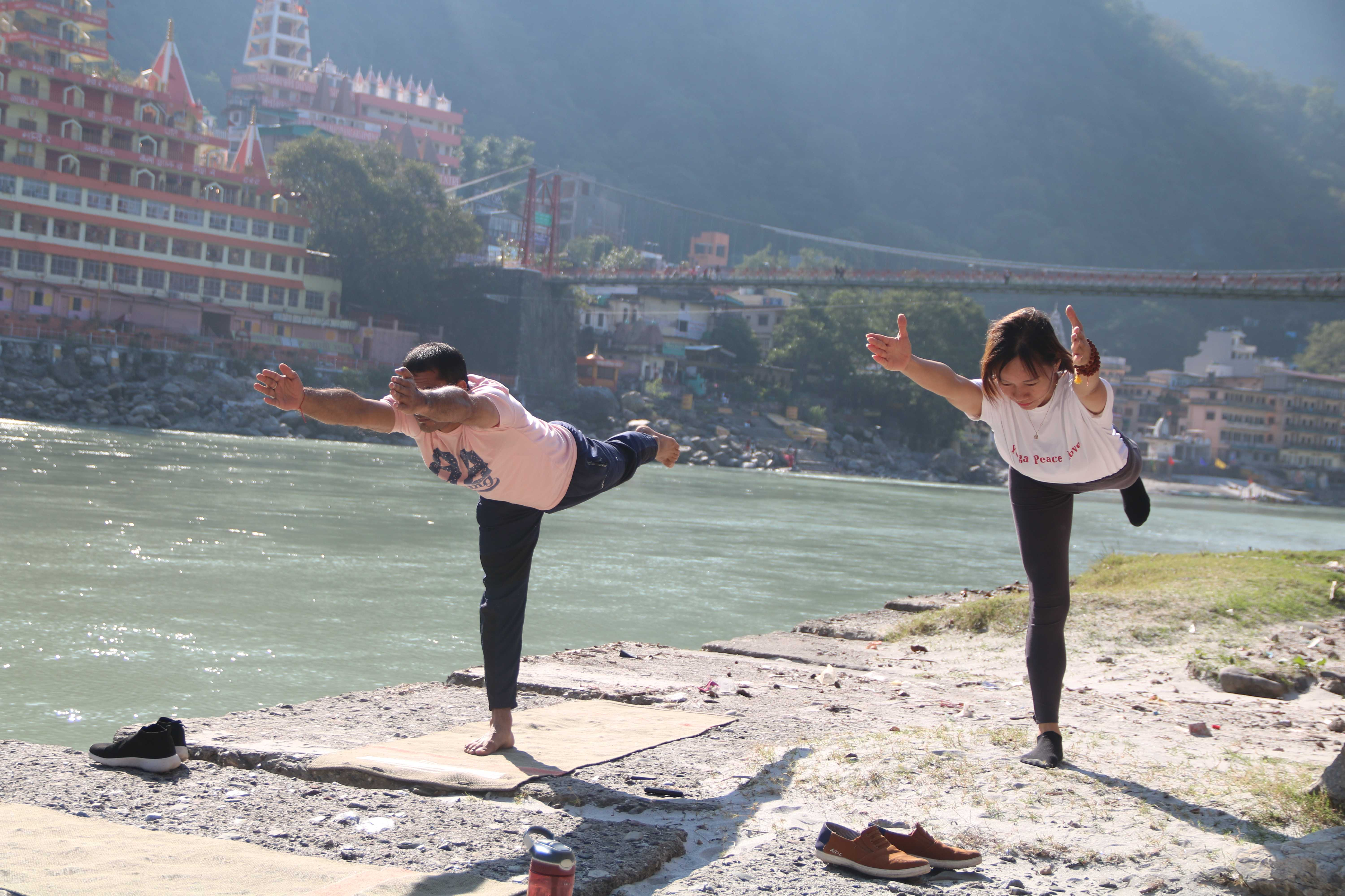 yoga-asanas-by-the-ganges